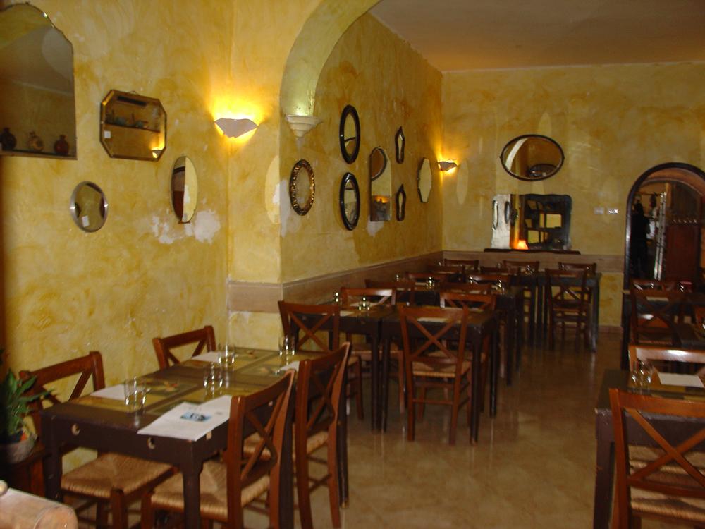 Interessante arredamento ristorante rustico qi43 pineglen for Arredamento per ristorante usato
